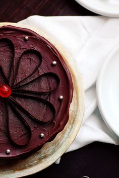 Beautifully decorated Yogurt and Chocolate Cake via @boopcook.  Found on kanelaylimon.blogspot.fr. #cake #chocolatecake