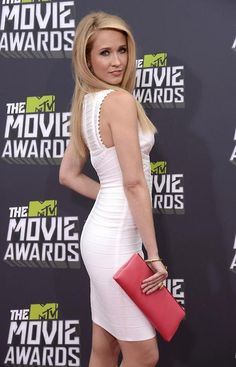 Actress Anna Camp arrives at the 2013 MTV Movie Awards Pitch Perfect Movie, Blond, Perfect Physique, Anna Camp, Stunning Girls, Mtv Movie Awards, Figure Size, Crop Top Bikini, Celebs