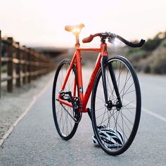 The Aventon Mataro Low in Inferno Red // Regram from Aventón Bikes & 2071 Photography ‪#‎aventonbikes‬ ‪#‎citygrounds‬