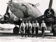Dawn Seymour with five other Women Airforce Service Pilots at Fort Myers, Florida in 1944