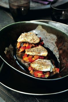 Pascale Naessens recept - Roodbaarshaasje met ratatouille Pureed Food Recipes, Fish Recipes, Cooking Recipes, I Love Food, Good Food, Yummy Food, Easy Delicious Recipes, Healthy Recipes, Tapas