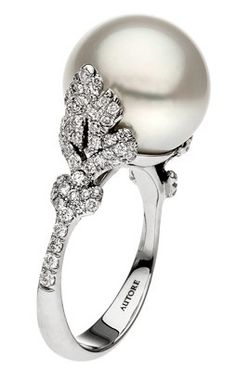 Pearl Engagement Rings / when i get engaged, i want one like this! adore pearls