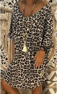 Kaftan Designs, Pretty Summer Dresses, Simple Dresses, Mode Outfits, Casual Outfits, Fashion Outfits, Animal Print Fashion, Fashion Prints, Red Slip Dress