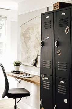 Coming to an agreement on how decorate a teenage boy bedroom can be hard for a mom and son. See the reveal of my teenage boy's room. Mint Bedroom, Room Ideas Bedroom, Aesthetic Room Decor, Office Spaces, Desk Ideas, Diy Desk, Office Decor, Office Ideas, Closet Ideas