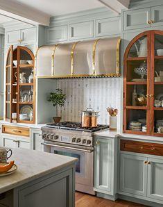Oak Kitchen Cabinets, Painting Kitchen Cabinets, Kitchen Flooring, Kitchen Appliances, Furniture Styles, New Furniture, Ceiling Finishes, Kitchen Colour Schemes, Traditional Kitchen