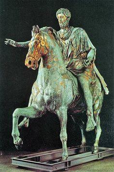 Equestrian Statue of Marcus Aurelius, 161-80 AD, Plazza del Campidoglio, Rome  Samlignet med figur 68, Thorvaldsens rytterstatue