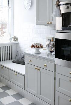 House of Philia Cozy Kitchen, Kitchen Dining, Kitchen Decor, Kitchen Corner, Dining Room, House Of Philia, Two Tone Kitchen Cabinets, Ikea Kitchen Units, Cocinas Kitchen