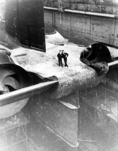 """historicaltimes: """"Soviet sailors stand on the stern of an Akula-class nuclear-powered ballistic missile submarine . Naval History, Military History, Fokker Dr1, Russian Submarine, Nuclear Submarine, Nuclear Power, Navy Ships, Submarines, Panzer"""