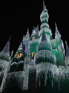 Mickey's Very Merry Christmas Party #WaltDisneyWorld #MagicKingdom #Frozen