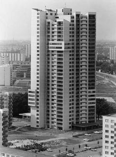 Gropiusstadt 1970: Die von Walter Gropius entworfene Großwohnsiedlung für West-Berlin entstand zwischen 1962 und 1975. Besonders markant - das Hochhaus.