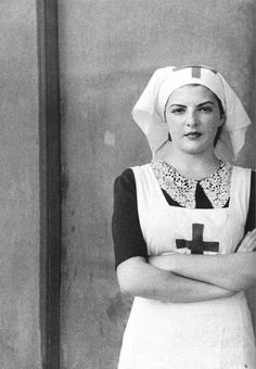Portrait of a Nurse, Hospital de Sangre de Buitrago Madrid, 1936 (Luis Ramón Marín) via realityayslum | Pasa la Vida