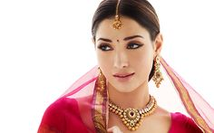 Indian Jewellery and Clothing: South Indian popular actress Tamanna in Khazana temple bridal jewellery. Tikka Jewelry, Gems Jewelry, Indian Jewelry, Wedding Jewelry, Gold Jewellery, Jewellery Designs, Popular Actresses, Pakistani Bridal, Indian Bridal