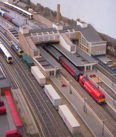Banbury station is located on the busy cross country route midway between Birmingham and Didcot where the route combines with the Great Western Main Line into Reading. Diorama, Farm Toys, Great Western, Model Train Layouts, N Scale, Model Building, Model Trains, Planer, Scenery