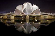 Stunning Floral Inspired Religious Building-The Lotus Temple in New Delhi, India - DIY Ideas Unique Buildings, Beautiful Buildings, Beautiful Places, Amazing Architecture, Art And Architecture, Dubai Architecture, Creative Architecture, Organic Architecture, Ancient Architecture