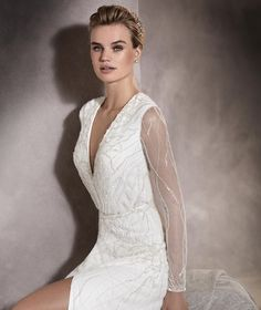 You know that all eyes will be on this very urban and modern wedding dress! See more @Pronovias and this dress here: lovewc.me/ANTARA