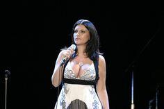 """Esce """"Simili"""" di Laura Pausini, tra successi e dichiarazioni inaspettate  album, cantanti, diritti, Laura Pausini, Matrimonio, matrimonio gay, musica, news, notizie, Spettacolo"""