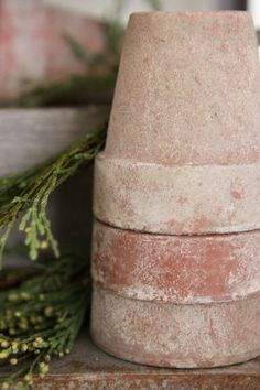 Antiques by Joy: Aging Your Terra Cotta Pots. Soak in buttermilk. Scuff pots with sandpaper, soak in water, smear on buttermilk, cover and put outside to soak in buttermilk. Terracota, Garden Crafts, Garden Projects, Outdoor Projects, Container Gardening, Gardening Tips, Flower Gardening, Container Plants, Pot Plante