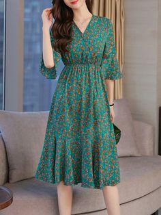 V Neck Elastic Waist Floral Printed Bell Sleeve Maxi Dress - berrylook.com