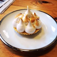 #enjoy #mercadodelatapineria #valencia #merengue Valencia, Pudding, Breakfast, Desserts, Food, Once In A Lifetime, Merengue, Restaurants, Places