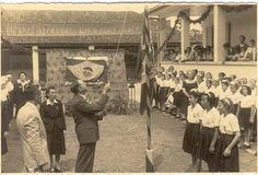 Sessão cívica no Grupo Escolar Abdon Batista em 1953 Obs de JuRicardo - o hasteamento da bandeira aqui ns escolas do Rio de Janeiro nos anos 50/60 tbm era um comportamento habitual e feito com muito respeito.