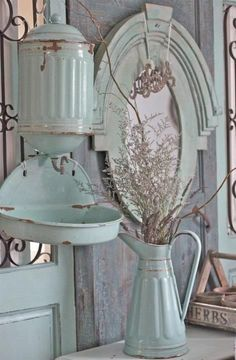 Love the vintage enamelware and the decor...so shabby. For more details, great articles and awesome photos visit The Shabby Chic Home.