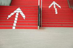 266270-stock-photo-red-above-business-work-employment-stairs-signs-labeling.jpg 340×226 Pixel