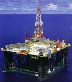 Here are the top five reasons why offshore rig jobs are attractive employment options that are especially popular with young single people.