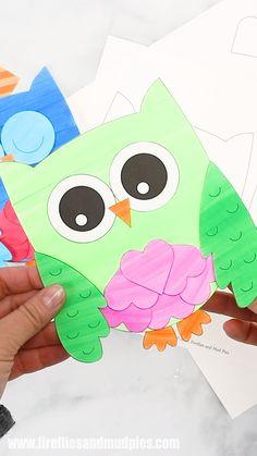This sweet Owl Valentine card is fun for kids to make for family and friends. Created with paper hearts and our adorable owl template, this simple handmade Valentine's Day card is perfect for home or school. Owl Crafts, Preschool Crafts, Preschool Kindergarten, Diy Lego, Owl Templates, Valentine's Day Crafts For Kids, Owl Card, Valentine's Cards For Kids, Valentine Day Crafts