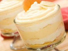 Pudin de Platano con Galletas y Crema   Este pudin de plátano va en capas con crema batida y galletas de vainilla. Les encanta a mis niños!