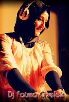 Bayan Dj Datma CİVELEK kına gecesi eğlenceleriniz için profesyonel Dj'lik hizmeti vermektedir. www.djfatmacivelek.com