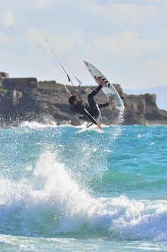 Push Yourself And Your Limit Trying Kitesurfing Addict Kite School Tarifa Kitesurfing, Kite School, Stage, Sup Surf, Water Photography, France, Wakeboarding, Extreme Sports, Water Sports