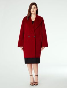 Double-breasted three-quarter Marina Rinaldi coat in combed cashmere with large lapel collar, horn buttons and stitching detail.