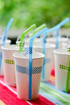 préparatifs pour un annniversaire : gobelet + paille + masking tape / Washi Tape for Parties / Fiestas washi tape party ideas