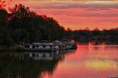 What to do in Mildura…The best thing about Mildura in winter are the stunning skies at sunset. Amazing, reds, pinks, oranges and golds are reflected beautifully here in Steven Bloomfield's recent photo. How good would it be, to be sitting on the deck of a house boat on our Murray River watching nature in action. Superb :) This weekend in Mildura there are plenty of events to entertain you. Good luck to the crew and cast of the Sunraysia Gang Show whose performances start this weekend. We…