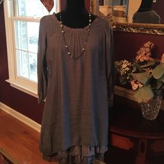 Great Urban Mango dress Fun comfortable lightweight dress perfect for a night out with friends. Worn once to a Broadway Show. Urban Mango Dresses Midi