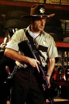 I'm in love with this man! Rick Grimes :)