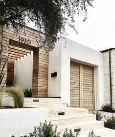 Modern home interiors and design ideas from the best in condos, penthouses and architecture. Plus the finest in home decor and products. Exterior Trim, Exterior Design, Interior And Exterior, Modern Exterior, Exterior Cladding, Exterior Homes, Color Interior, Timber Cladding, Terrace Building
