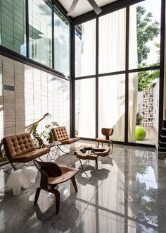 A pair of giant glass doors span the rear of this house in Yucatán, Mexico