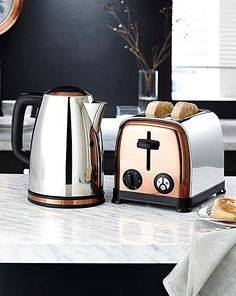Resultado de imagen para morphy richards copper kettle and toaster Black And Copper Kitchen, Rose Gold Kitchen, Purple Kitchen, Kitchen Necessities, Kitchen Essentials, Kitchen Items, Kitchen Utensils, Small Appliances, Kitchen Appliances