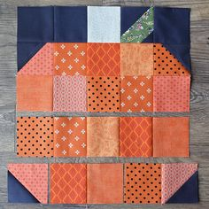 Quilting Ideas sew-pumpkin-together - Fall is finally here and the weather is teasing us with cooler days. We had to get into the seasonal spirit, and this pumpkin table runner was just what we had in mind. To start on these simple p… Halloween Quilts, Halloween Quilt Patterns, Halloween Sewing, Halloween Signs, Halloween Halloween, Vintage Halloween, Halloween Makeup, Halloween Costumes, Beginner Quilt Patterns