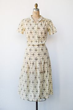 1950's woven print floral day dress.  I need a time machine for a week so I can scoop some of these fabulous dresses up and bring them back!