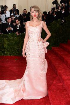 Taylor Swift in Oscar de la Renta.