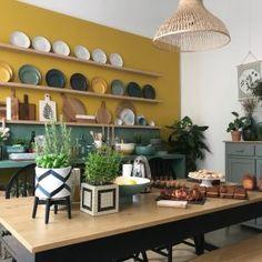Kitchen small living room exposed brick 25 ideas for 2019 Kitchen Decor, Mustard Walls, Decor, Green Kitchen Cabinets, Yellow Kitchen, Green Tile, Kitchen Remodel, Stylish Kitchen, Yellow Walls