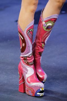 Apr 2020 - The complete Marc Jacobs Spring 2017 Ready-to-Wear fashion show now on Vogue Runway. Dr Shoes, Sock Shoes, Me Too Shoes, Shoe Boots, Funky Shoes, Crazy Shoes, Cute Shoes, Marc Jacobs, Zapatos Shoes