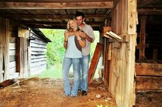 Old barn =great background :) #barn engagement photo