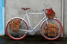 classy bike-touring set-up! wanna hav a ride in this :P