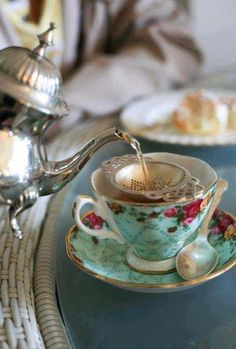 """I have been a lover of afternoon tea time for many many years & love having a """"high tea"""".how to set the tea table and to pour and serve a """"proper"""" cup of tea.our tea parties were so memorable! Vintage Tea, Vintage Style, Vintage Party, Afternoon Tea Wedding, Café Chocolate, Pause Café, Cuppa Tea, My Cup Of Tea, High Tea"""