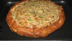 Inmiddels is iedereen wel bekend met het turkse brood wat je lekker vers kan kopen bij je Turkse bakker. Het brood is ideaal om zelf broodjes shoarma te maken of bij de salade of soep te eten. Een Turks brood heeft nog veel andere mogelijkheden zoals dit heerlijke recept. Het is heerlijk met gehakt en italiaanse groentemix. Je hebt het nog eens zo op tafel. We garanderen je dat je familie er van zal smullen. Ingrediënten – Turks brood van je Turkse bakker – 500 gram gehakt half om half – 500…