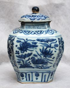 BD28 A CHINESE BLUE AND WHITE HEXAGONAL 'MIN YAO' JAR
