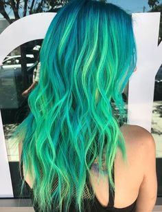 My goodness, this one is incredible! This green & aqua hair colour is so bright that it's nearly neon & glowing. Pulp Riot is the paint. Aqua Hair Color, Neon Green Hair, Neon Hair, Bright Hair Colors, Hair Dye Colors, Cool Hair Color, Turquoise Hair, Green Aqua, Colourful Hair
